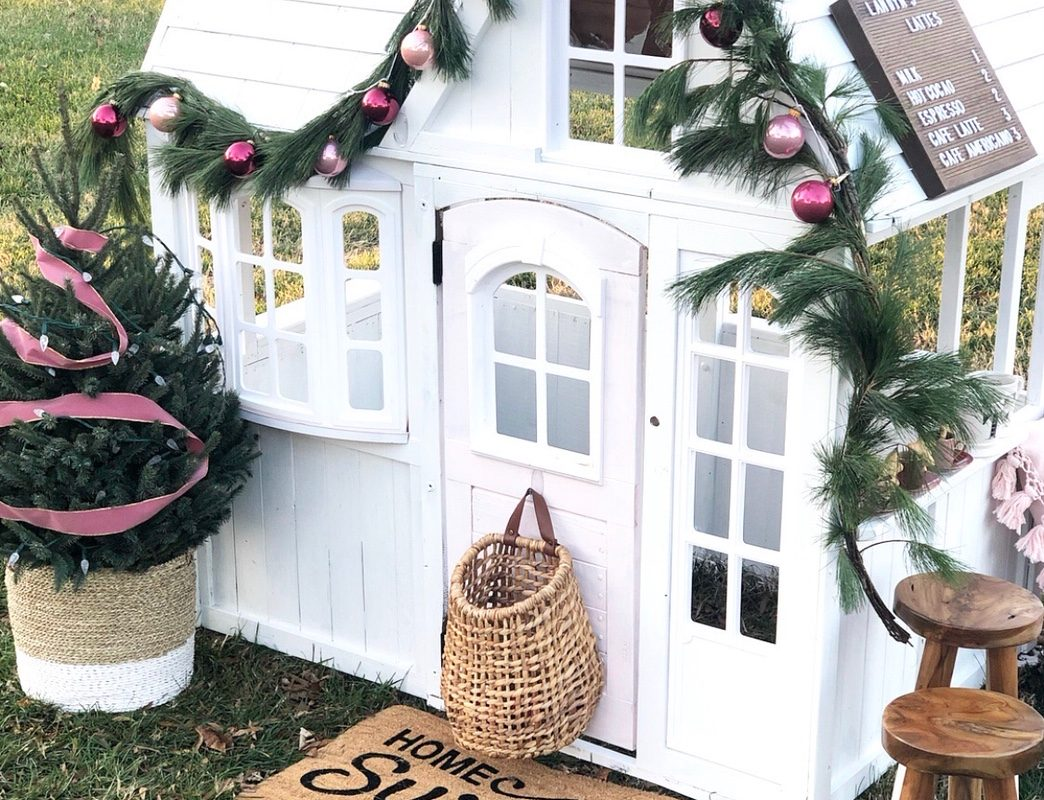 Landyn's Lattes: A Playhouse Decorated for the Holidays!